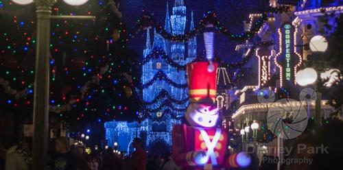 New Disney IPad Wallpaper   Magic Kingdom   Christmas on Main Street 500x248