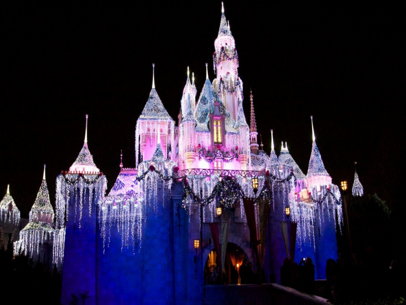 48 Disney Castle Christmas Wallpaper On Wallpapersafari