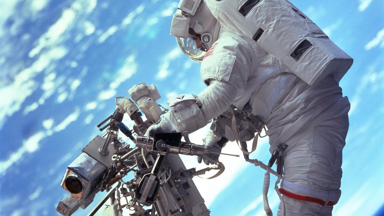 astronaut HD 169 1280x720 1366x768 1600x900 1920x1080 1280x720