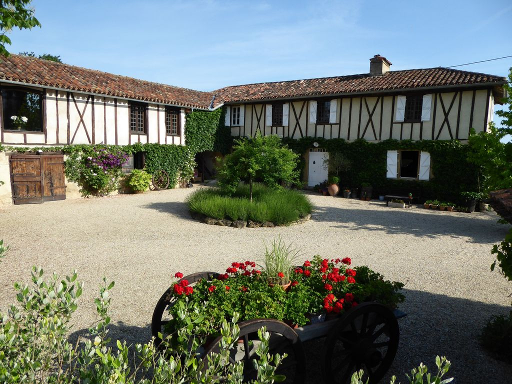Charmingly restored farmhouse gite with pool   Clermont Pouyguills 1024x768