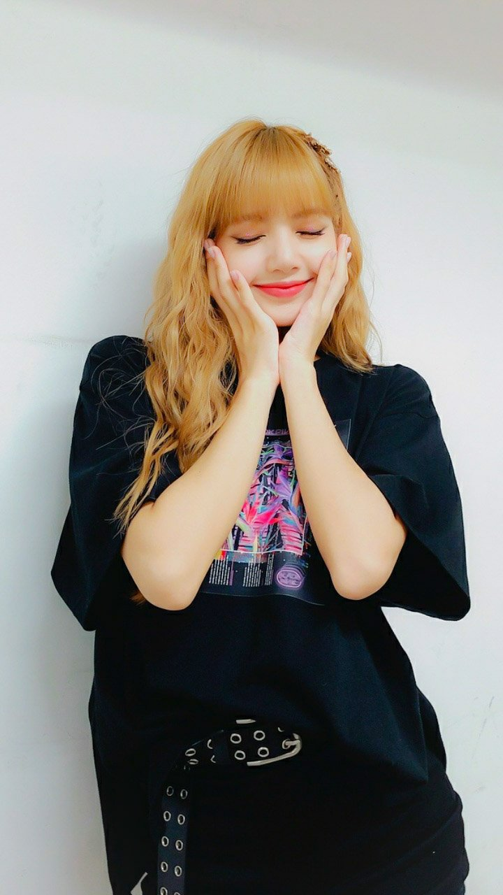19 Blackpink Lisa Wallpapers On Wallpapersafari