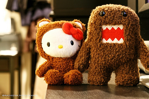 Hello Kitty Loves Domo Kun 500x334
