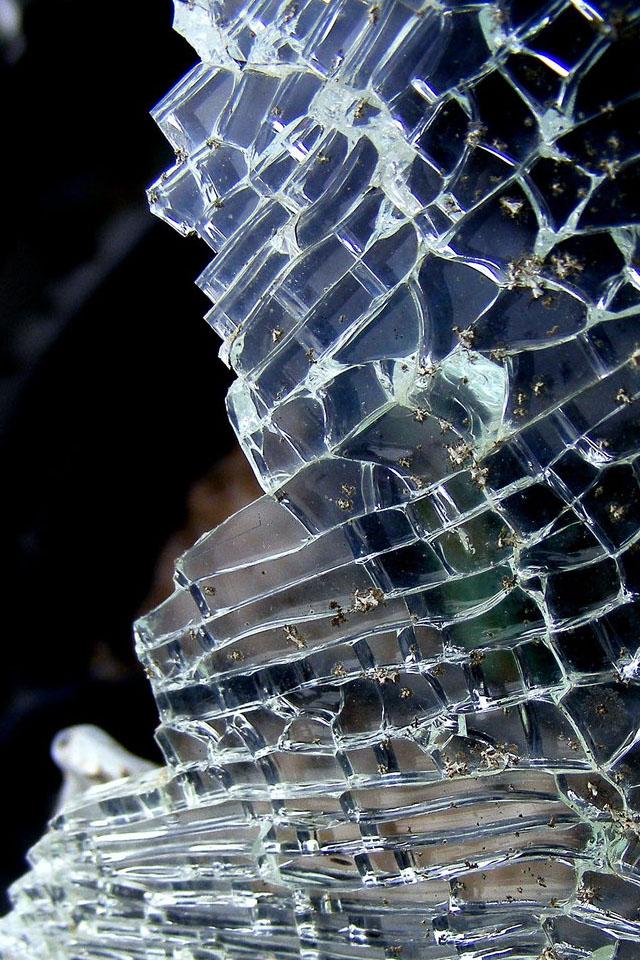 Broken iPhone Cracked Screen Wallpaper 640x960
