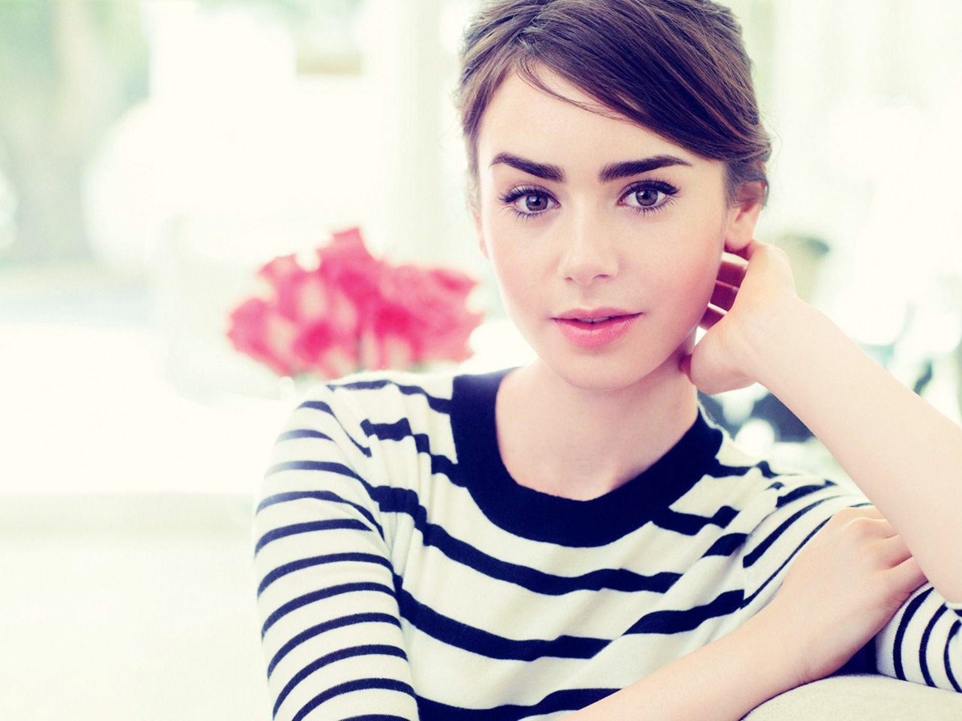 Lily Collins HD Wallpapers 1920x1440