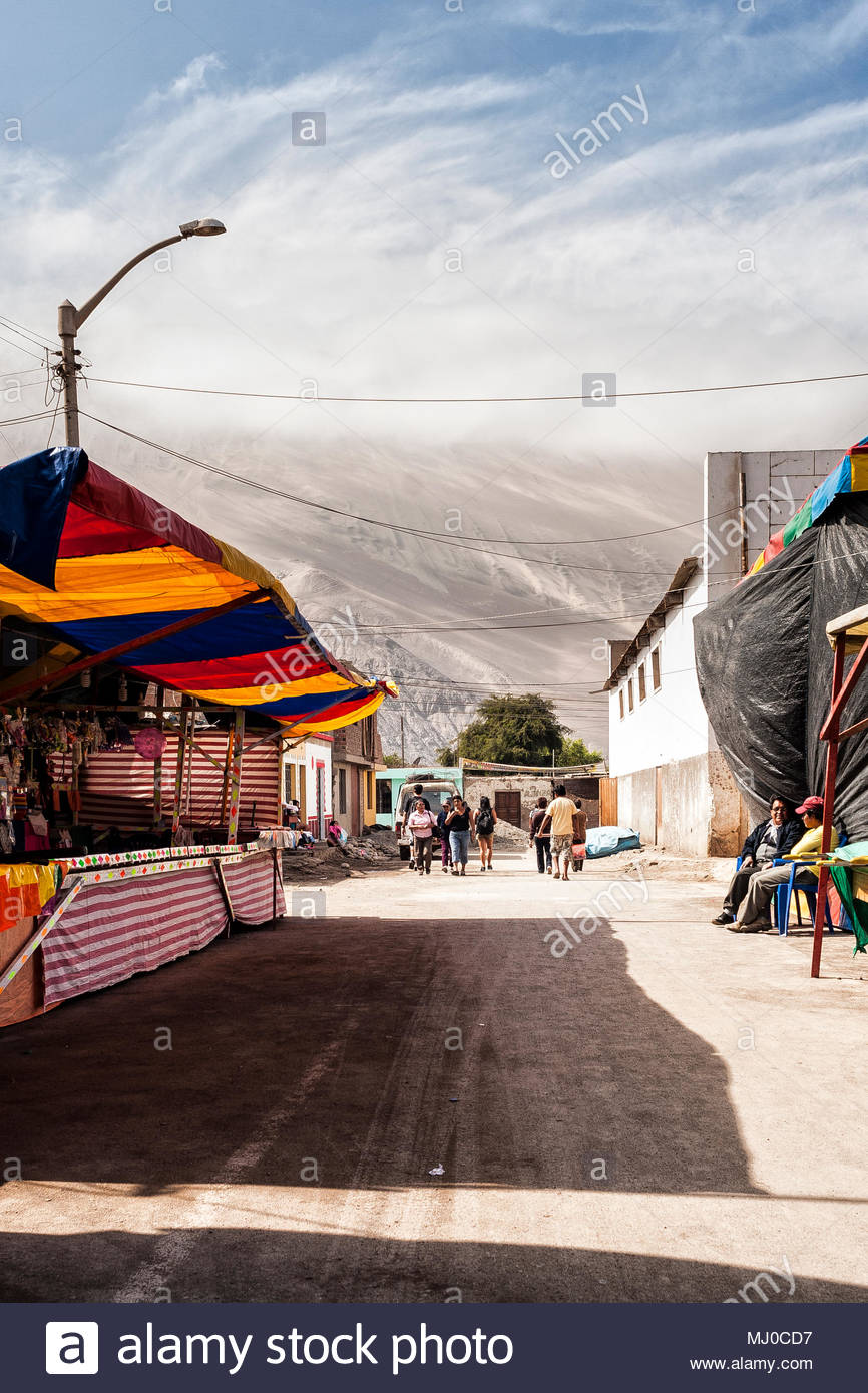 View of a dirt street and Cerro Toro Mata in the background Acari 866x1390