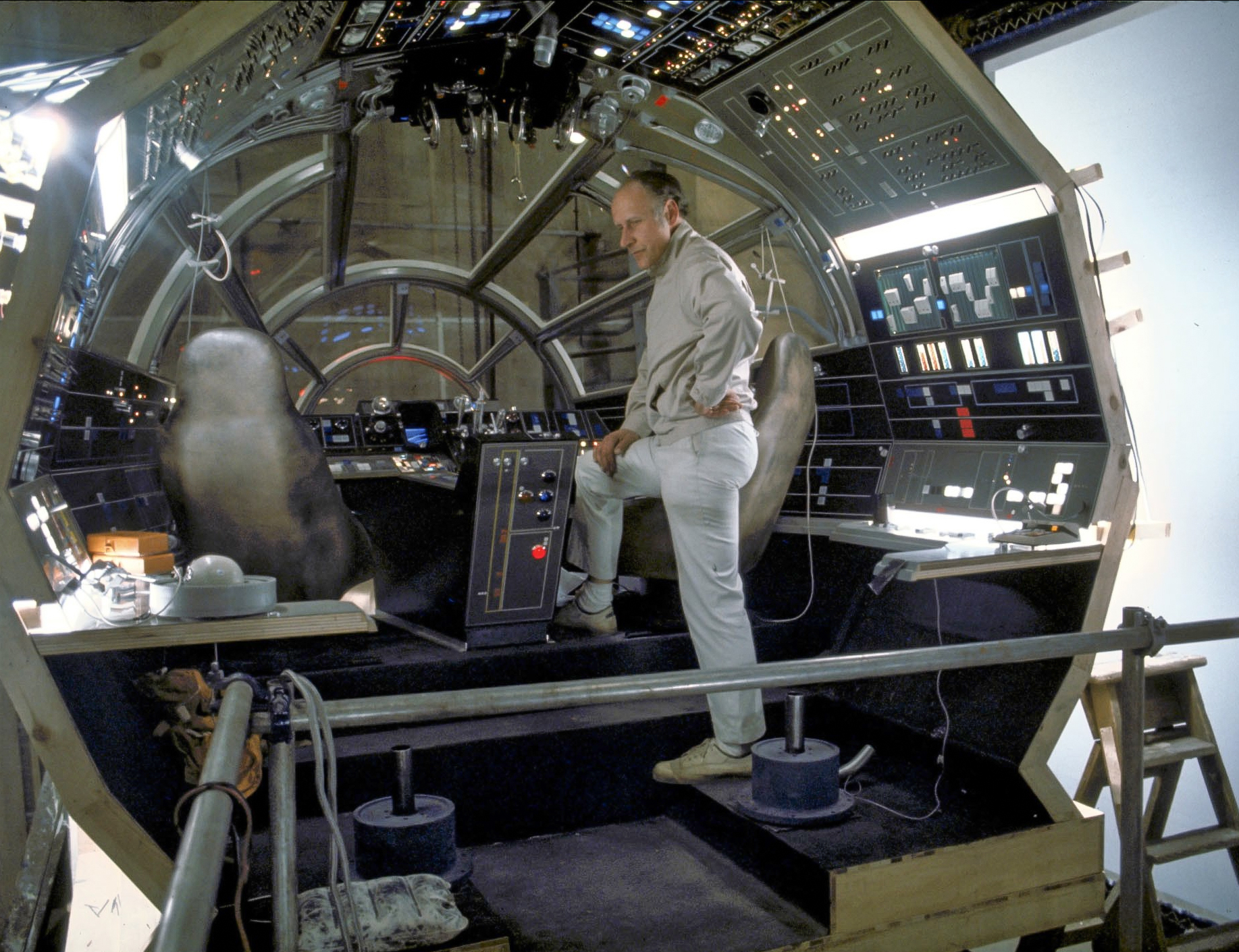 Millennium Falcon Cockpit Stinson's all things star wars blog ...