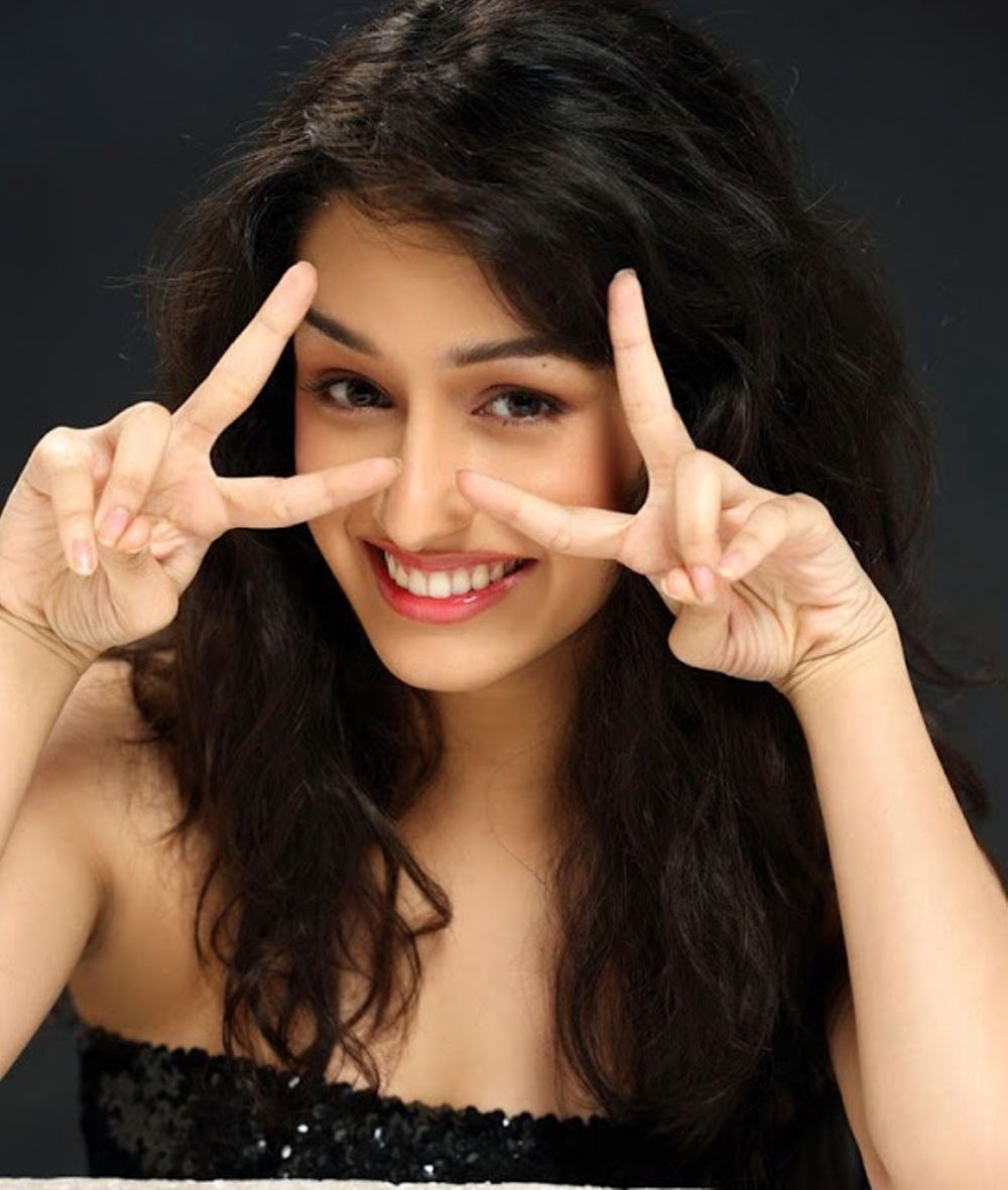 Photography Of Shraddha Kapoor download in 1000x1181