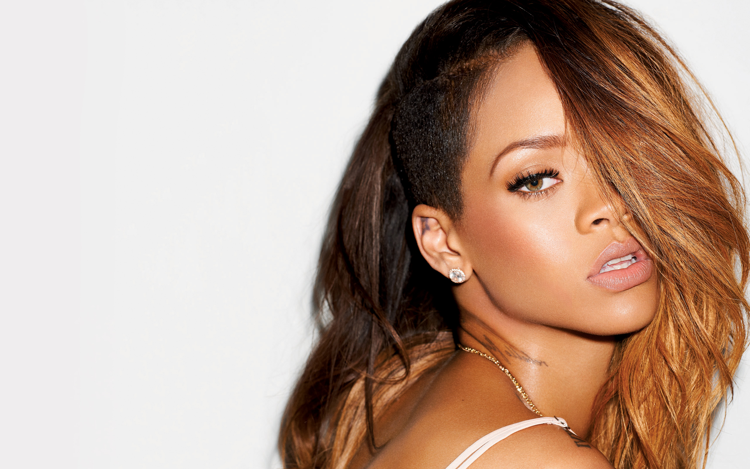 singer girl Rihanna portraint 2015 hd wallpaper 2560x1600