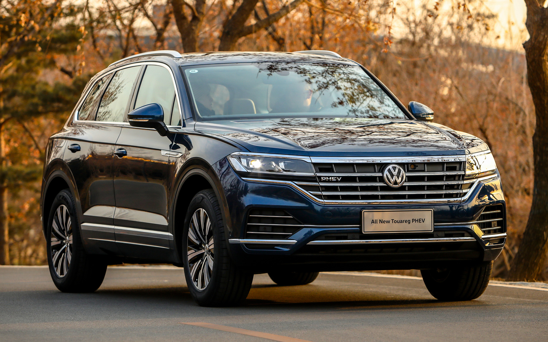 2019 Volkswagen Touareg PHEV CN   Wallpapers and HD Images Car 1920x1200