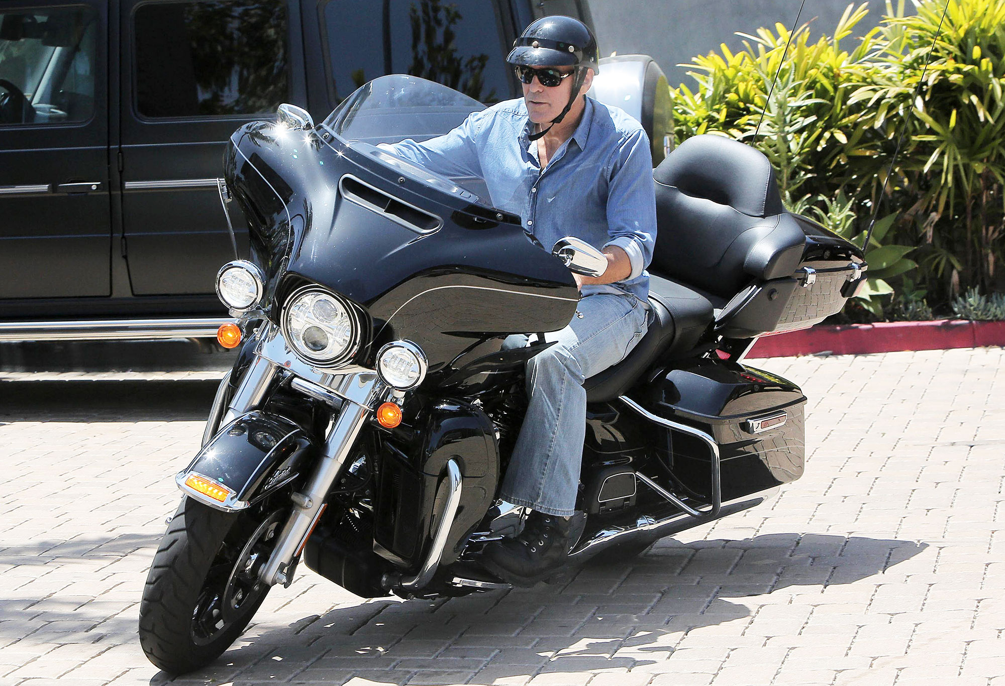 George Clooney Thought He Was Going to Die After Motorcycle Crash 2000x1366