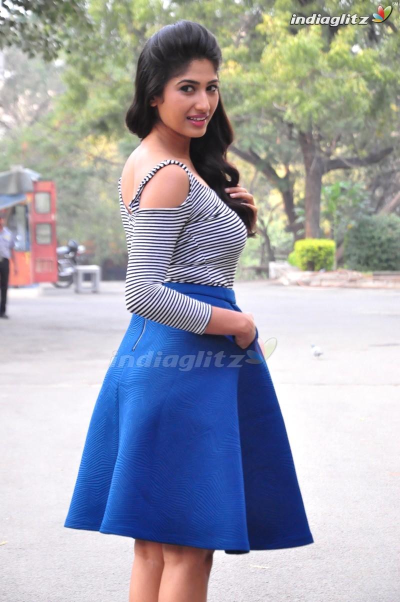 Roshini Prakash Photos   Tamil Actress photos images gallery 800x1204