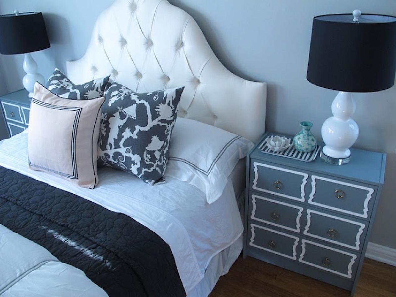 Dorothy draper bedroom teal black headboard chandelier black and white 1280x960