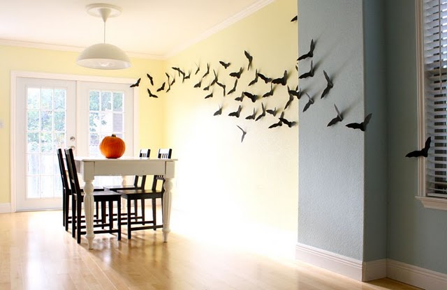 How To Decorate Your Walls With Bats For Halloween Photo 2 640x416