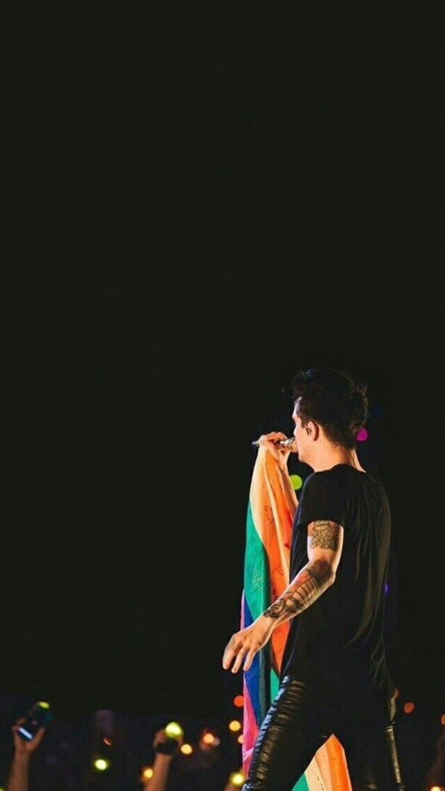 HE CAUGHT A PRIDE FLAG ALL BRENDON URIE in 2019 Brendon 640x1136