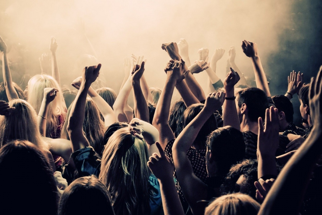 Boy Girls Dancing in Club wallpaper Best HD Wallpapers 1050x700