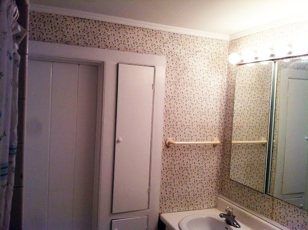Wallpaper repair Crown molding Painting   Traditional   Bathroom 624x466