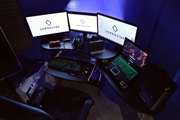 30 Coolest and Inspiring Multi monitor Gaming setups 600x400