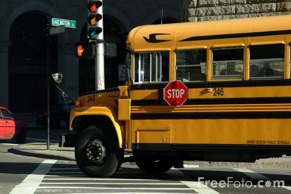 Yellow School Bus pictures use image 2030 02 25 by FreeFotocom 600x400