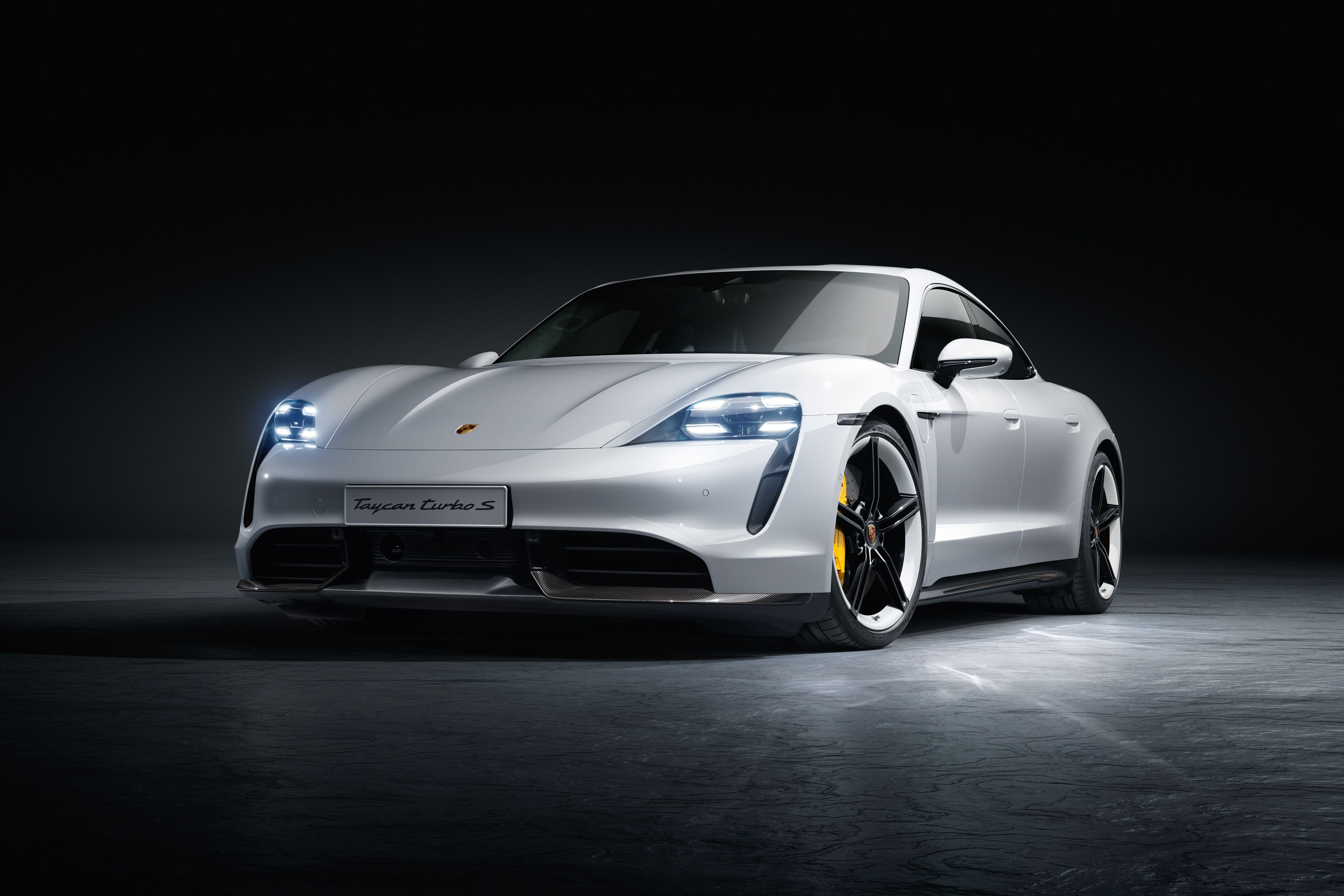 Comments on 2020 Porsche Taycan Is a Lot More Expensive Than the 4873x3249