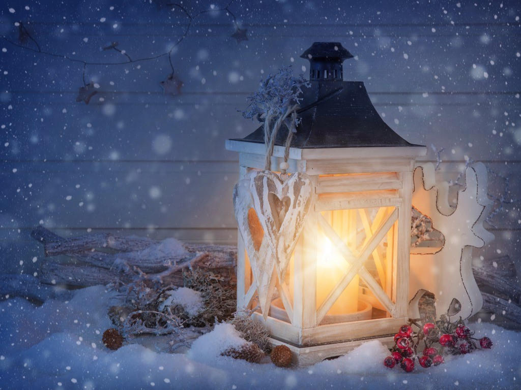 Snowfall on lit lamp winter wallpapers   Truly Hand Picked 1024x768