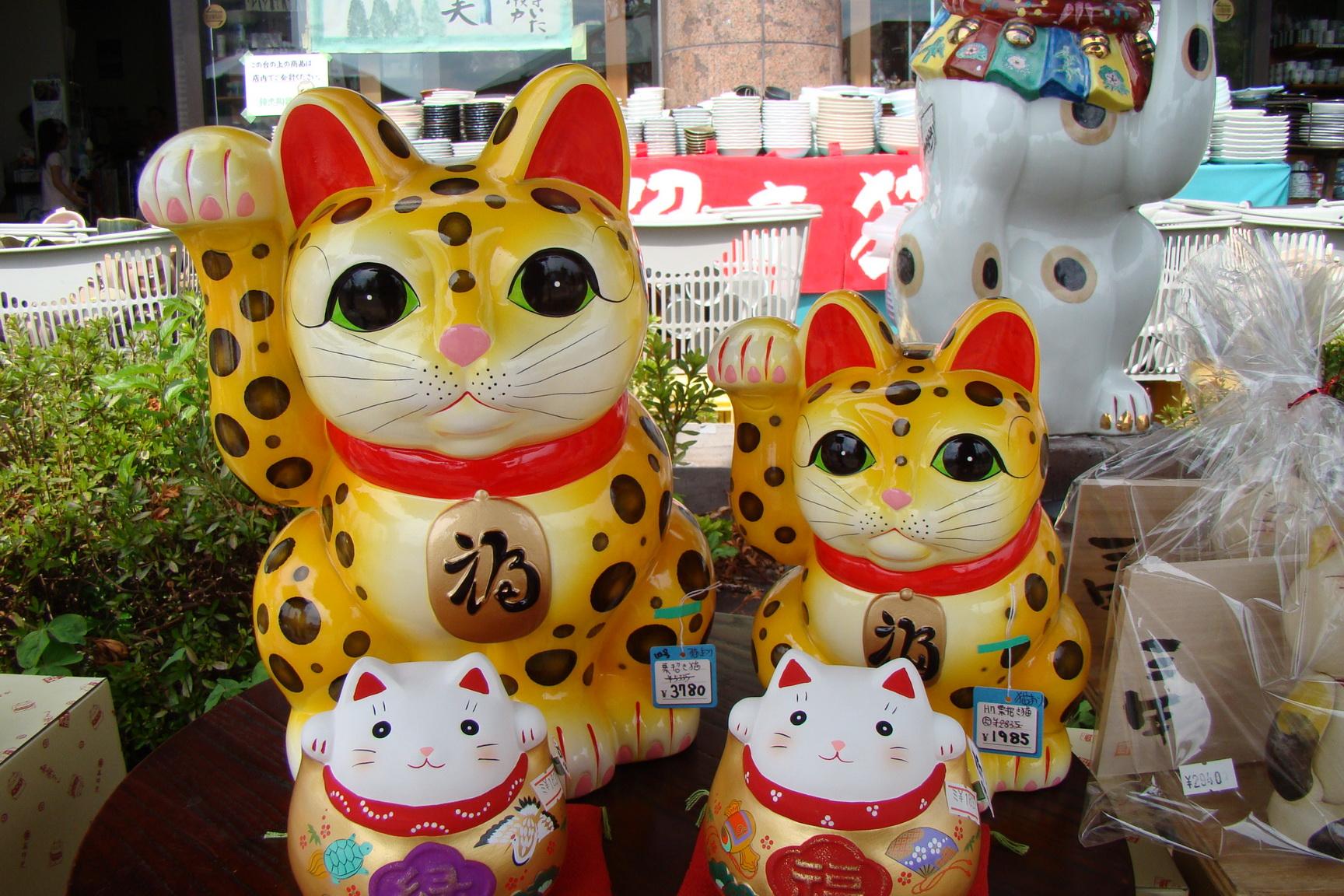 Lucky Cat   Maneki Neko all about the Japanese Lucky Beckoning Cat 1728x1152