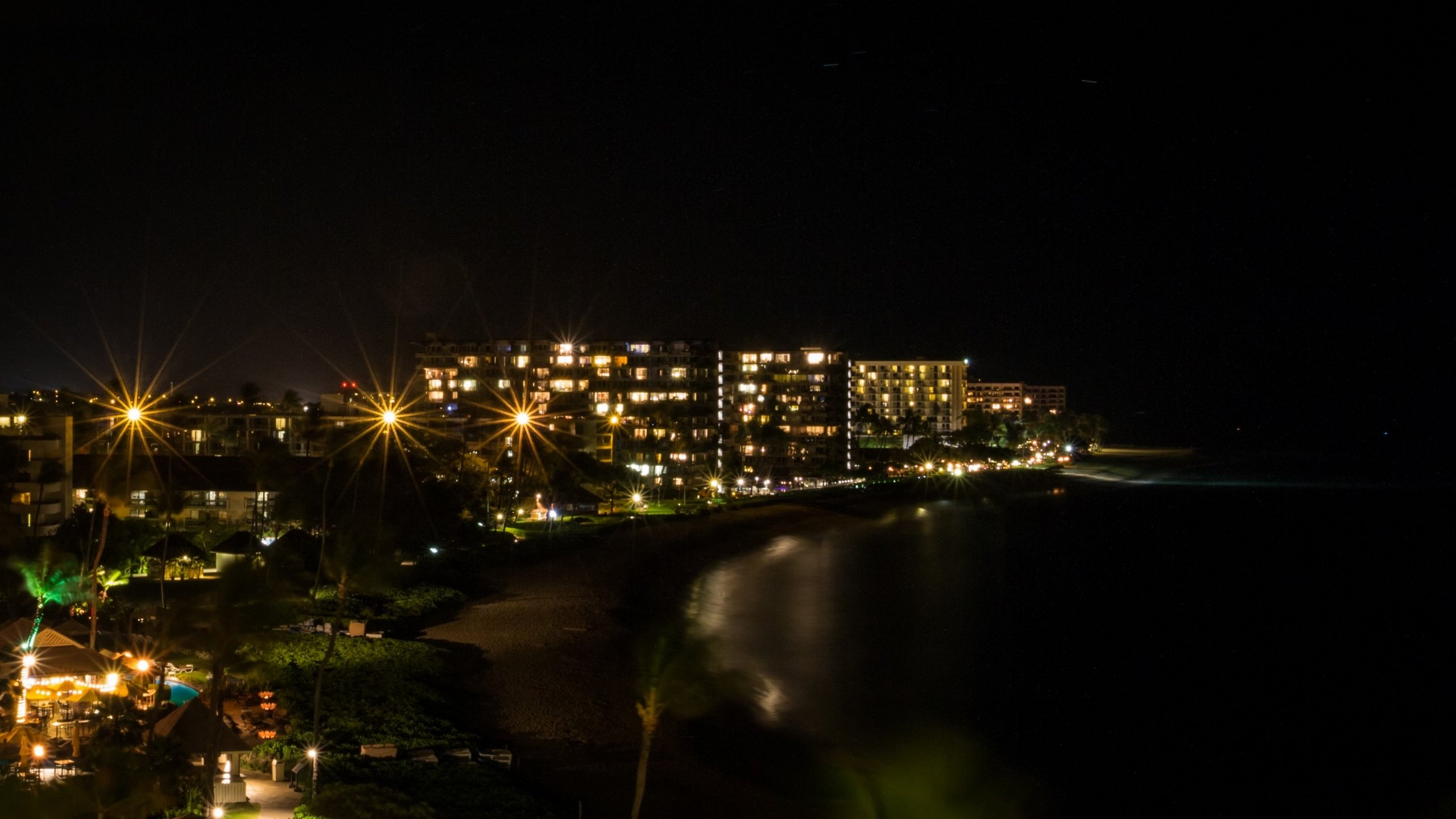 Hawaii Maui Kaanapali Beach at Night [2560x1440] wallpaper 2560x1440