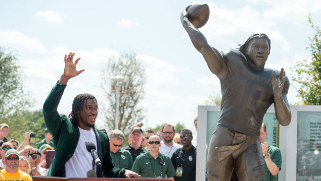 You Dont Dream This RG3 Statue Unveiled   BaylorBears 635x359
