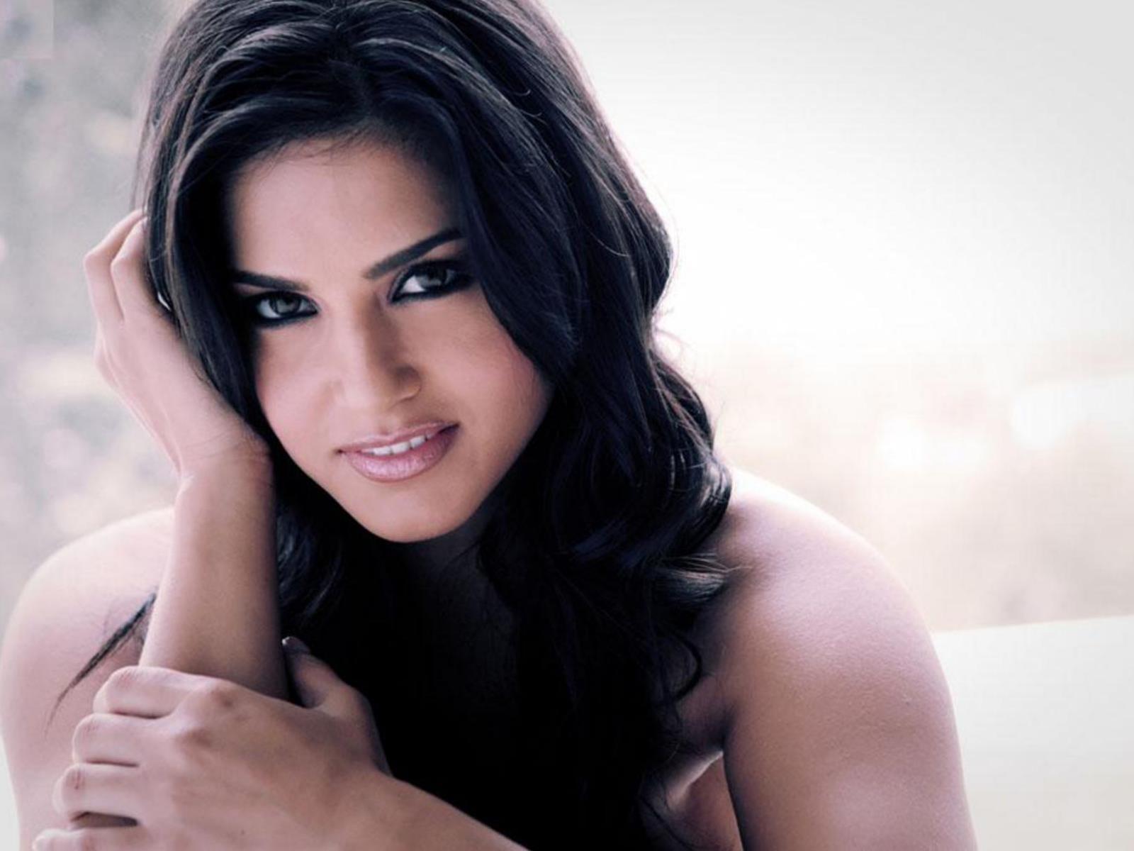 Sunny Leone Wallpaper | Bollywood Actresses Wallpaper | Free Bollywood ...