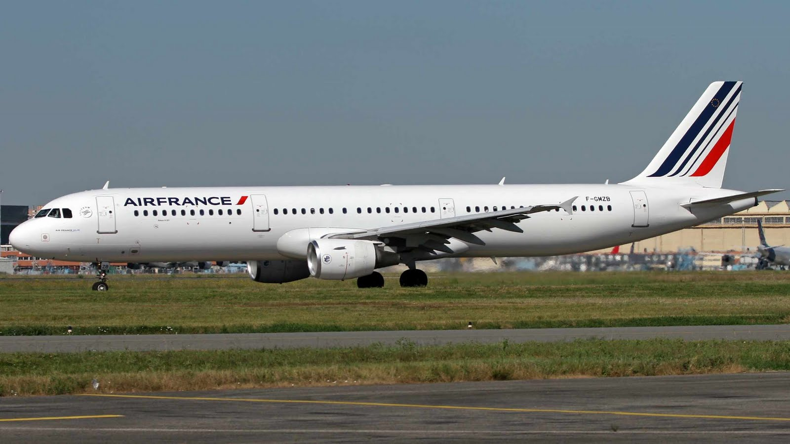 Air France Airbus A321 on Runway Wallpaper 753   AERONEFNET 1600x899