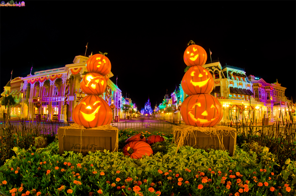 is Halloween Halloween Halloween   Disney Photo of the Day   Disney 1024x679