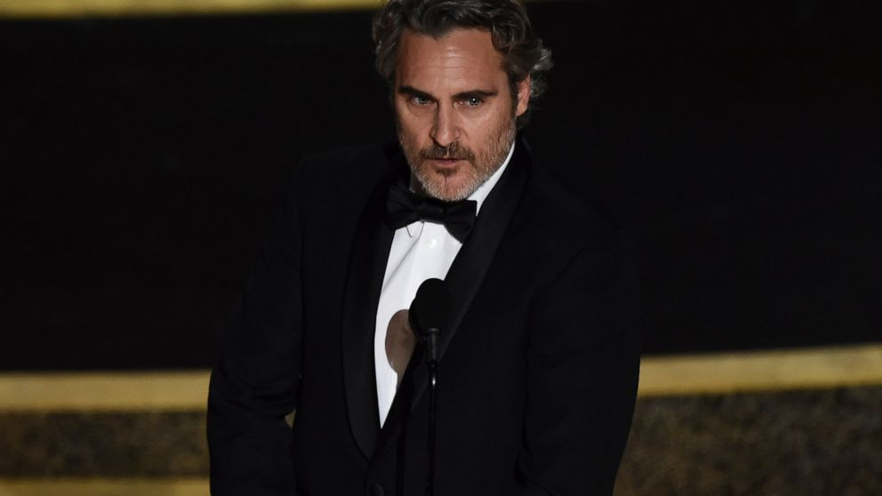 Joaquin Phoenix wins best actor Oscar for Joker   ABC News 992x558