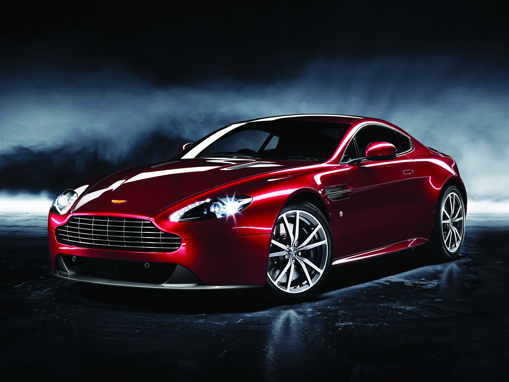 синий автомобиль Aston Martin  № 2593903 без смс