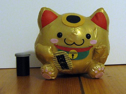 Maneki Neko Japanese Lucky Cat Picture Pictures 500x372