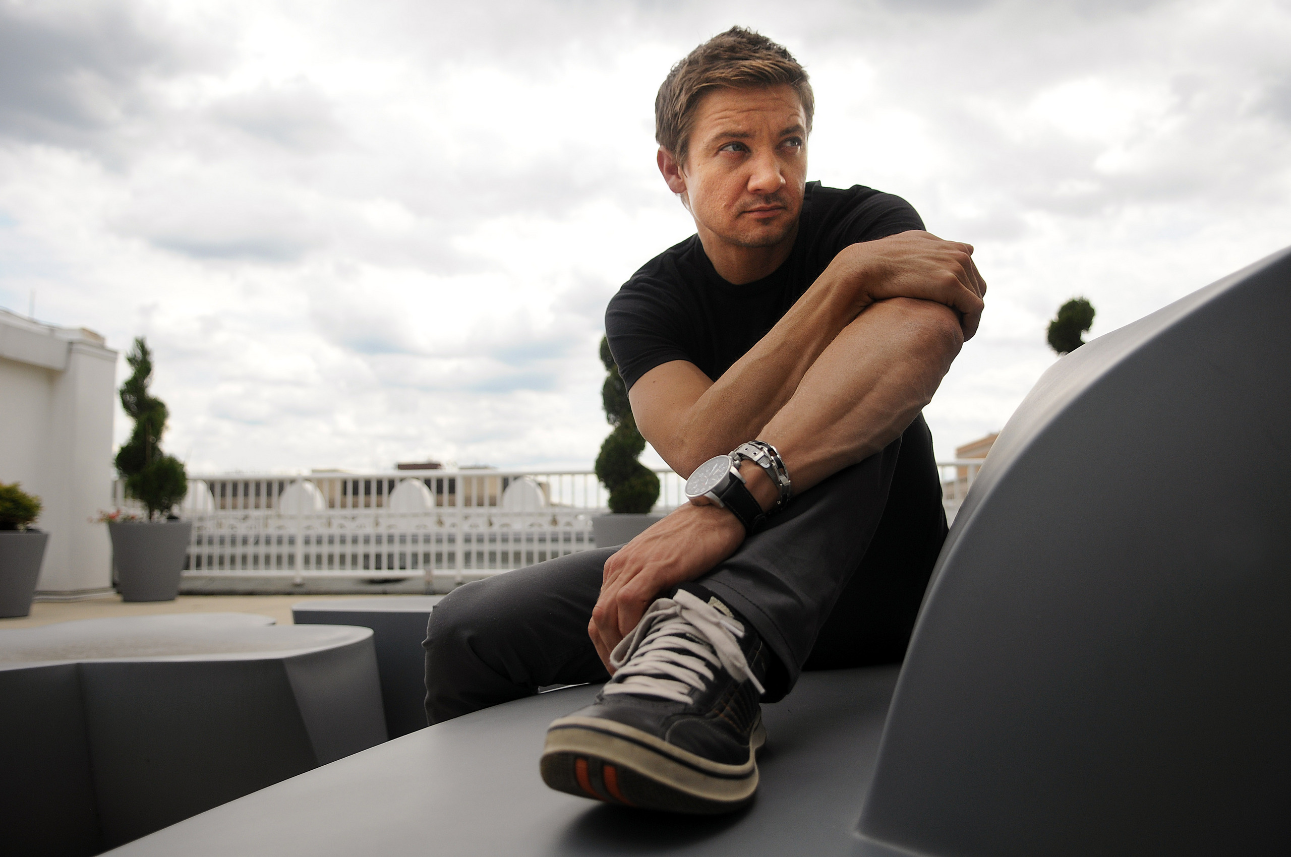 Jeremy Renner Widescreen HD Wallpaper 57224 2560x1700px 2560x1700