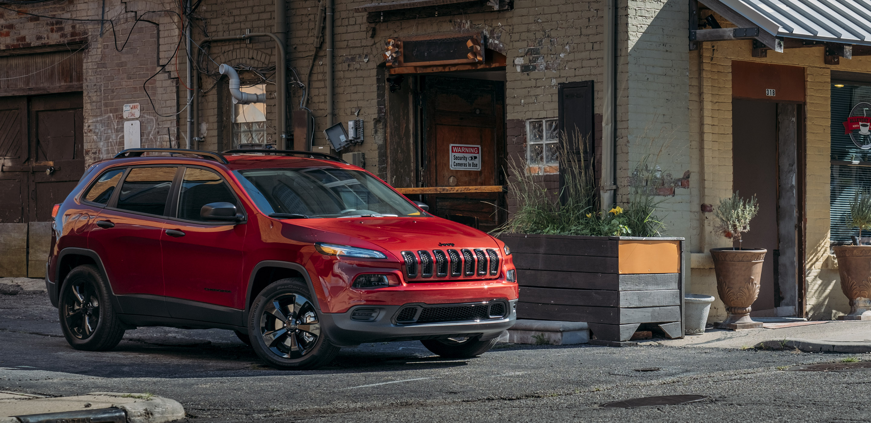 2019 Jeep Cherokee park on road city hd 4k wallpaper   Latest Cars 2880x1400