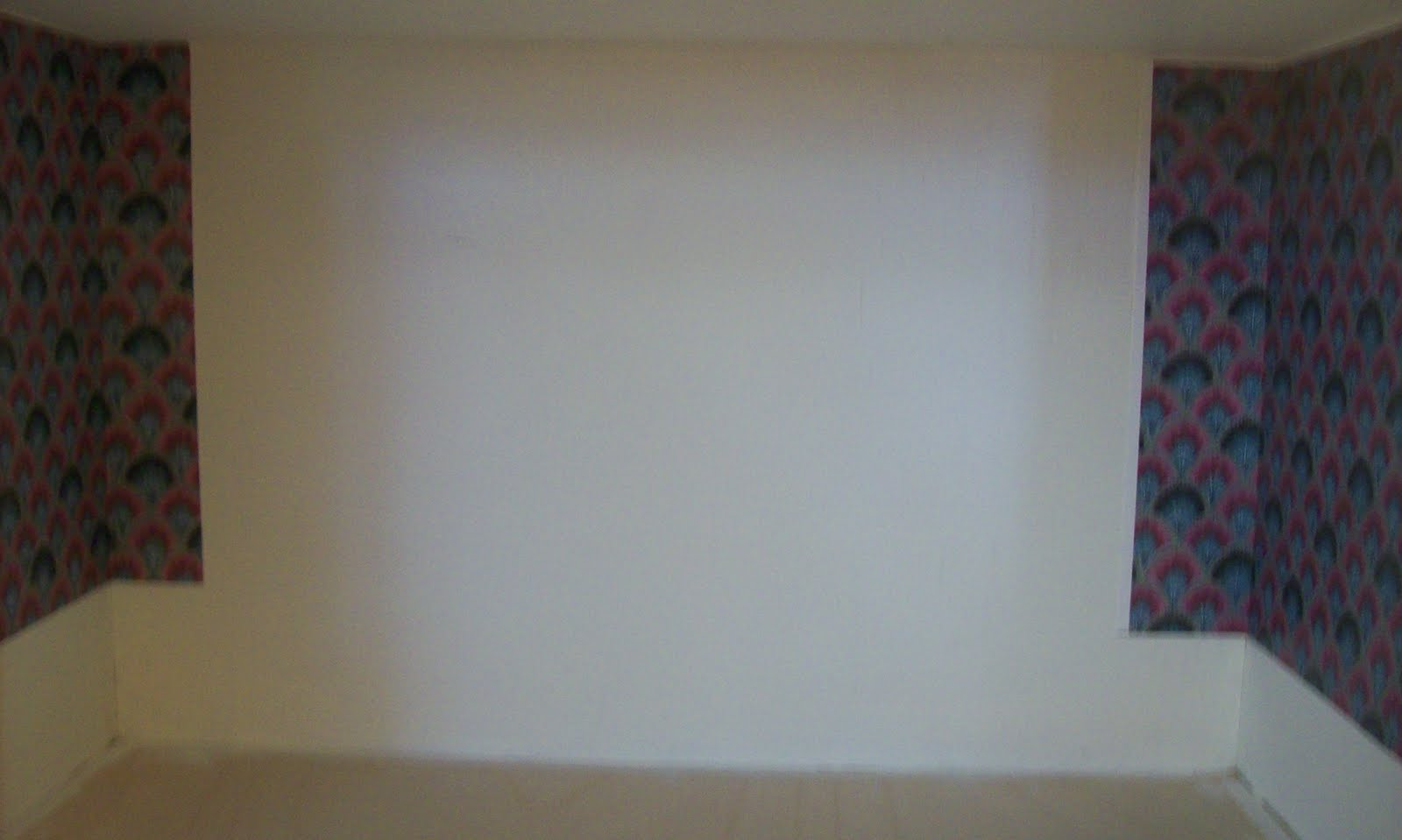 StAlbertMini wallpaper and crown molding up 1600x959