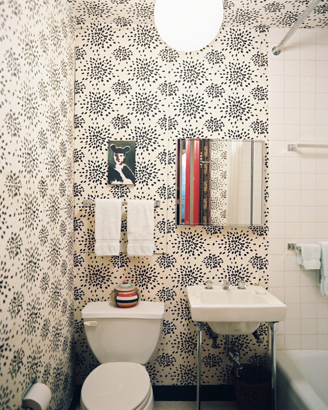 Fun Wallpaper   Modern Bathrooms   Lonny 476x594