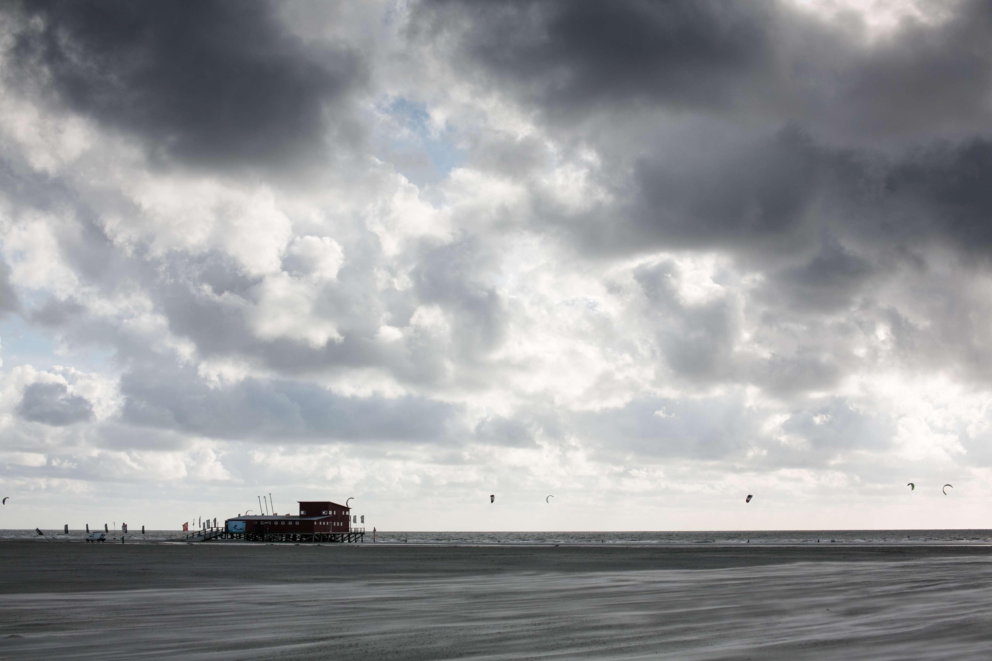 Drachen Meer Nordsee Pfahlhtte Strand Wolken 4k   Sea 3840x2560