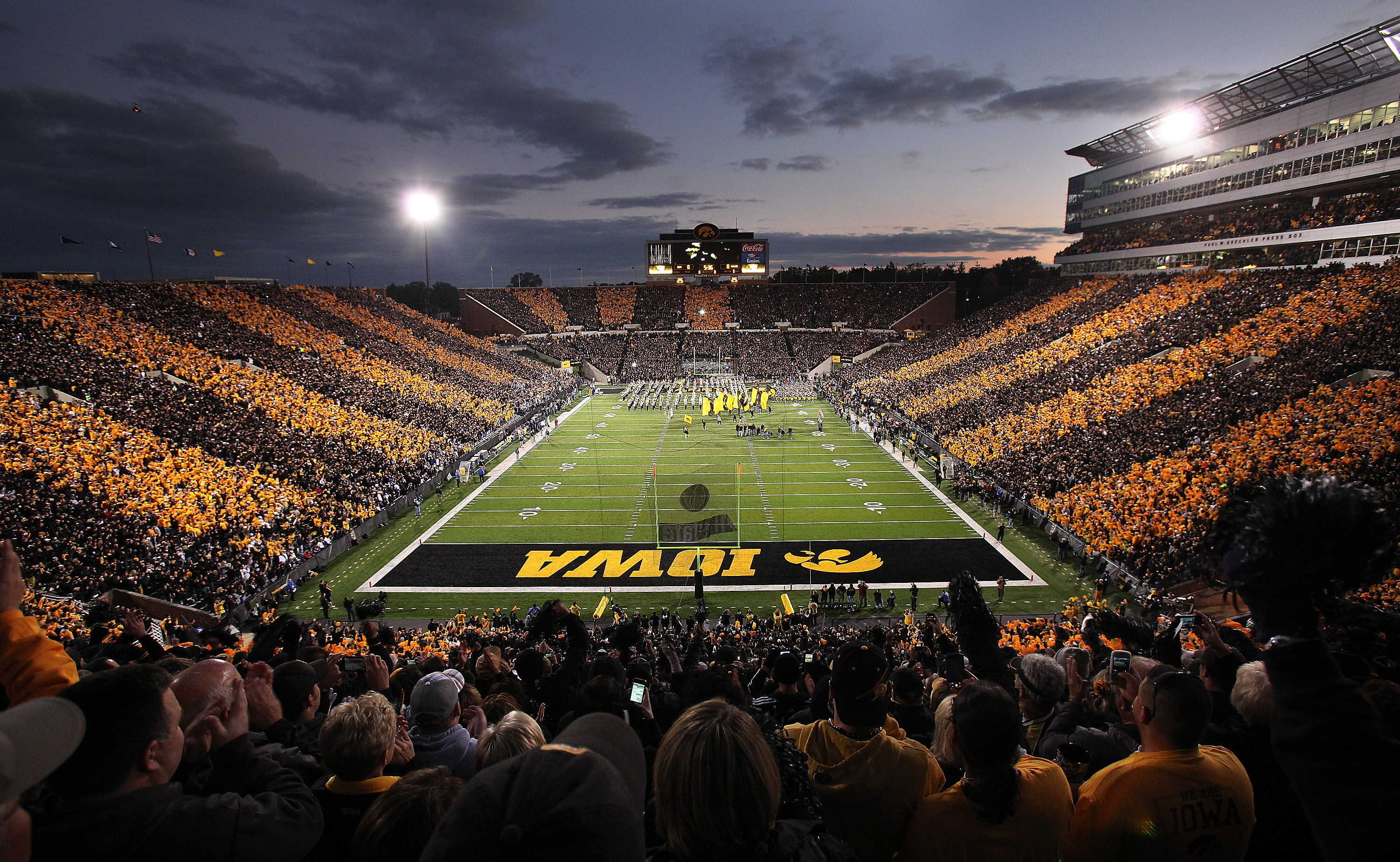Displaying 16 Images For   Iowa Hawkeyes Wallpaper 3000x1847