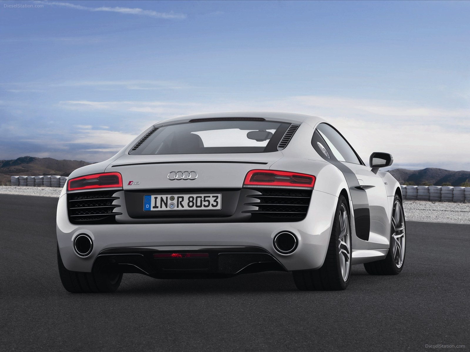 2013 Audi R8 V10 plus 07 Wallpaper 1600x1200