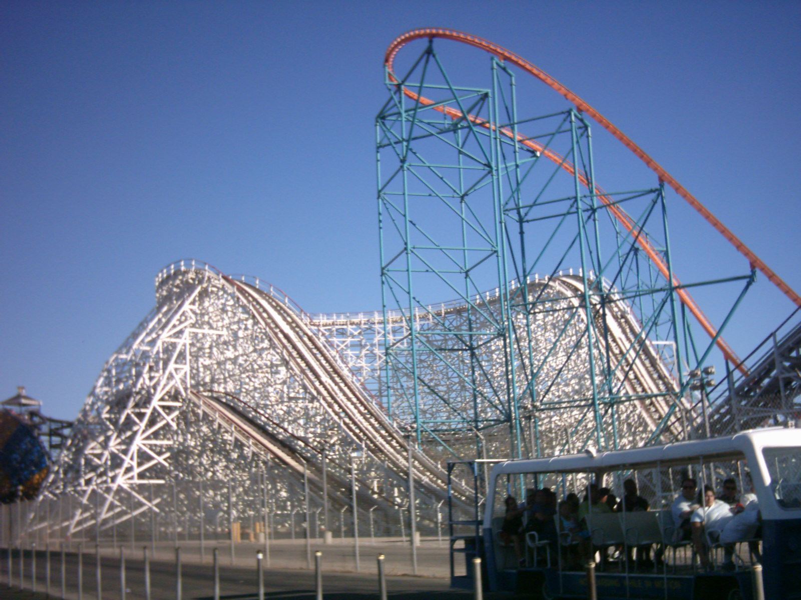 FileSix Flags Magic Mountain Colossus and Goliathjpg   Wikimedia 1600x1200