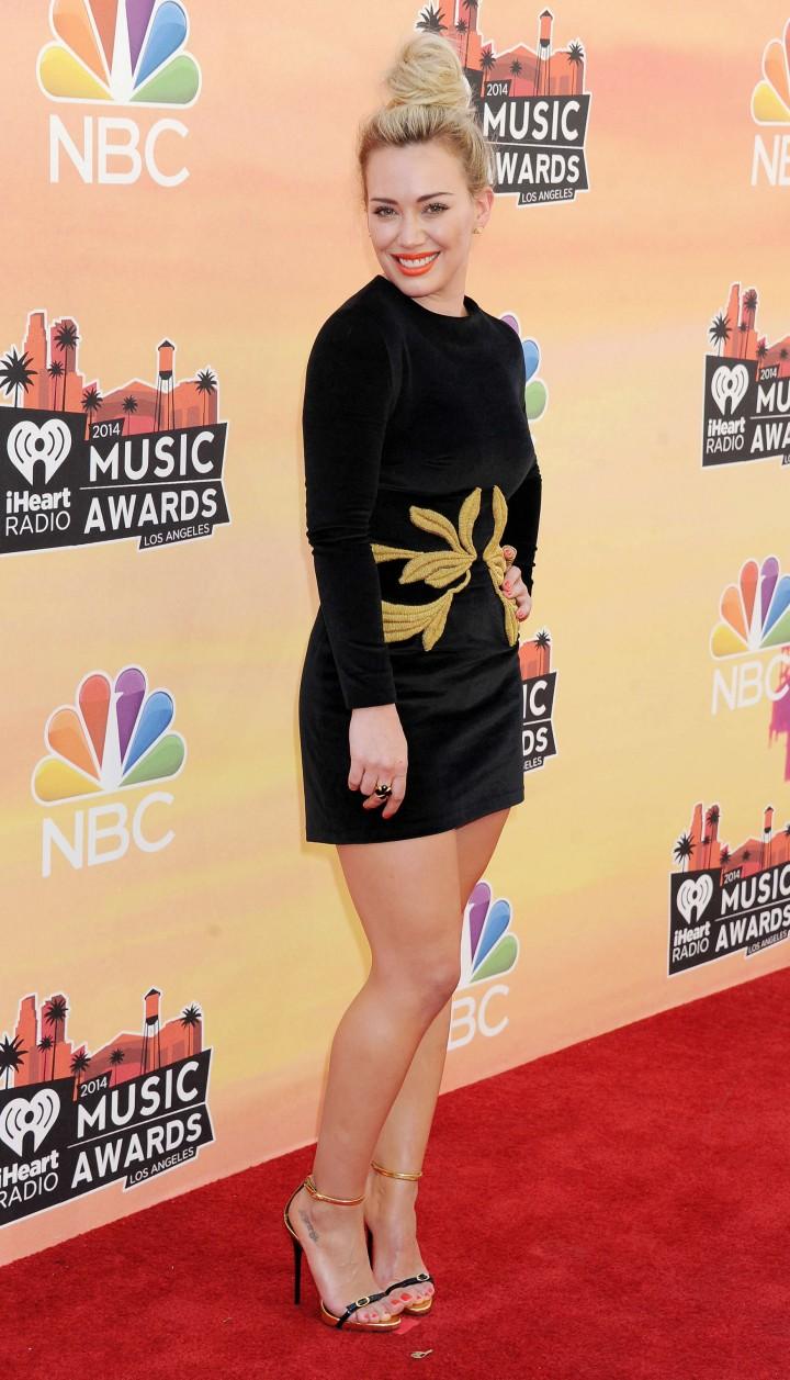 Hilary Duff 2014 iHeartRadio Music Awards 10   GotCeleb 720x1257