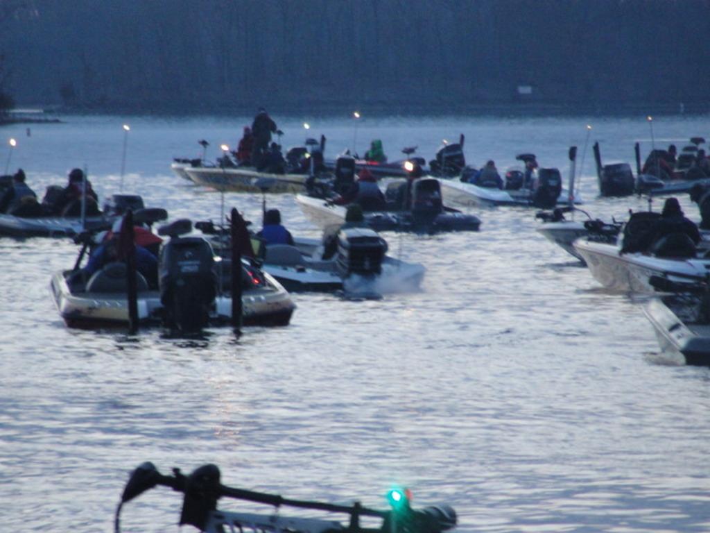 Desktop Wallpaper   Lake Of The Ozarks Bassing Fishing 1024x768