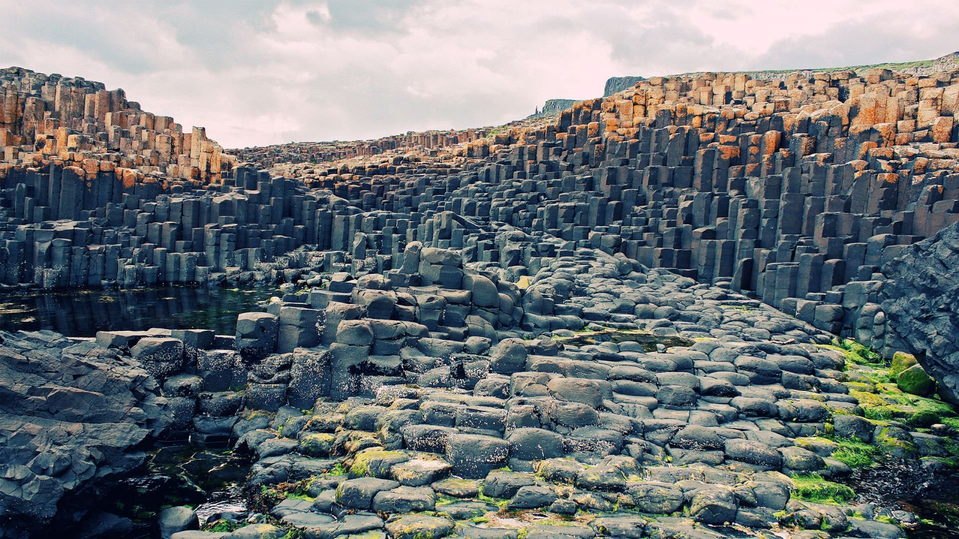 Giants Causeway in Northern Ireland HD wallpaper 1920x1080