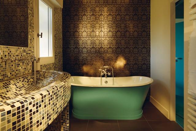 Wallpaper Feature Wall Ideas   Bathroom Walls houseandgardencouk 639x426