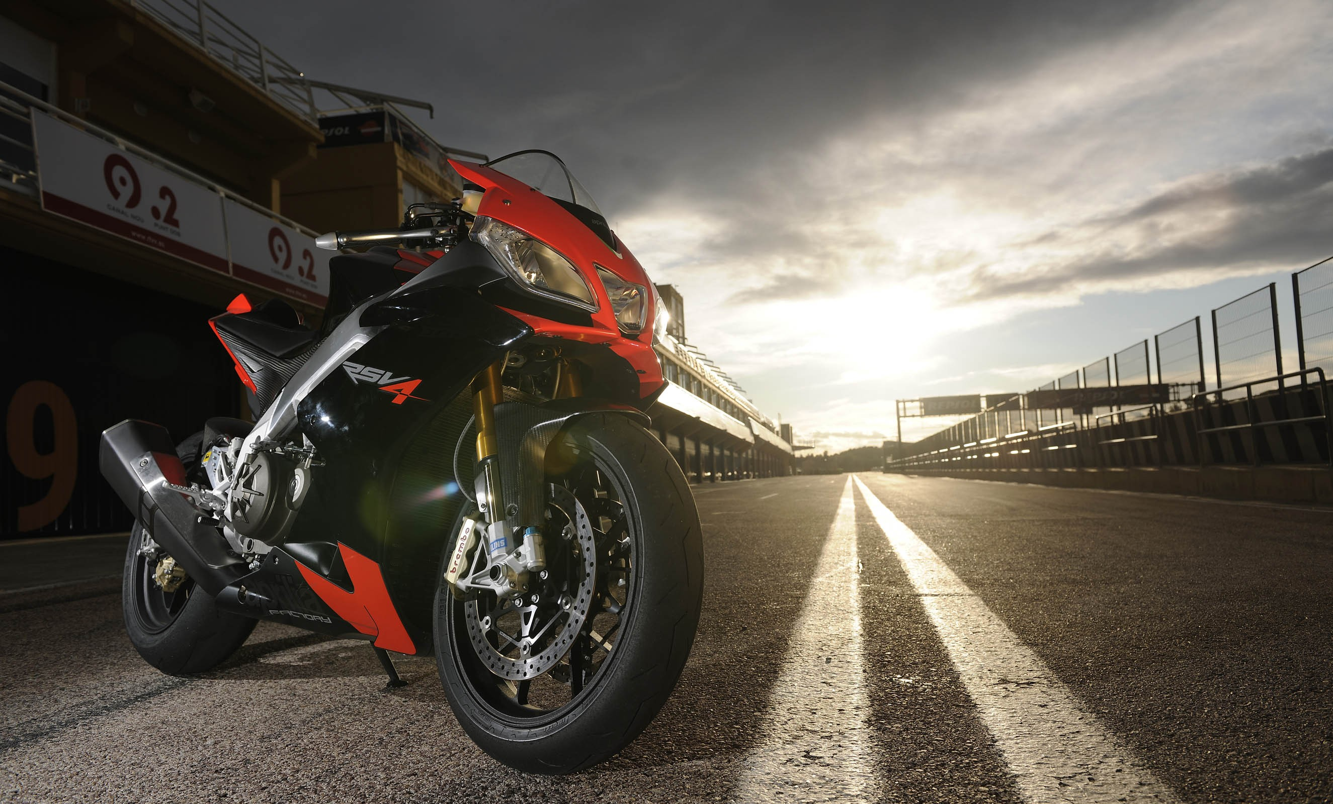 Aprilia Wallpapers Widescreen TFT5M68   4USkY 2650x1600