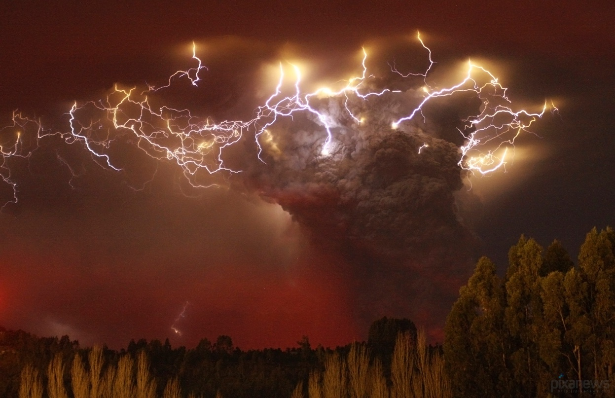Volcanic Eruption of Ash Wallpaper   Real photo by dAKirby309 on 1247x807