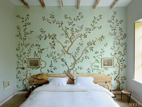 de Gournay wallpaper in bedroom 570x427