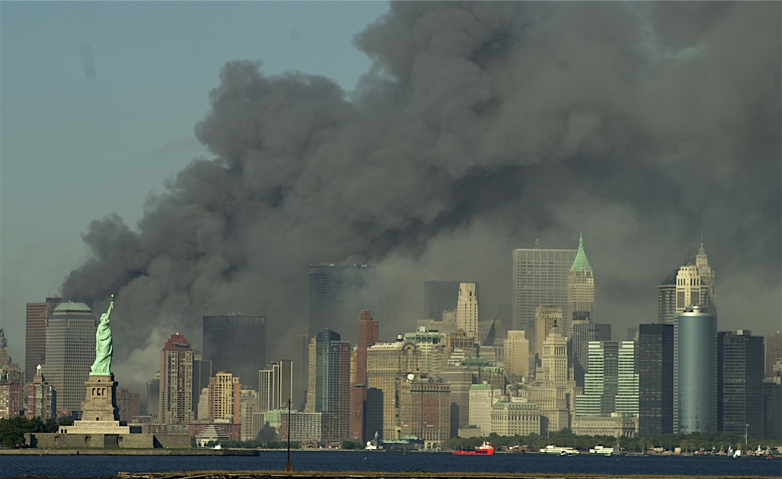 Island after the World Trade Centers collapsed New York 11 Sept 2001 1600x981