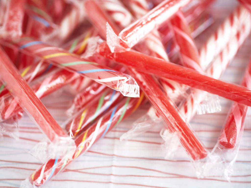 Candy Canes Christmas Wallpaper picture 1024x768